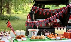 It's football tailgating season! Fire up the grills and pretty up the tailgating tablescapes- it's football tailgating season! Football Tailgate, Tailgate Food, Football Food, Football Season, Tailgating Ideas, Auburn Football, Auburn Tigers, College Football, Auburn Game