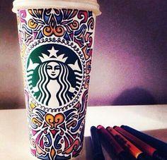 That's a lucky latte! Arte Starbucks, Starbucks Cup Art, Custom Starbucks Cup, Starbucks Secret Menu, Starbucks Drinks, Starbucks Coffee, Coffee Cup Art, Coffee Is Life, Coffee Shop