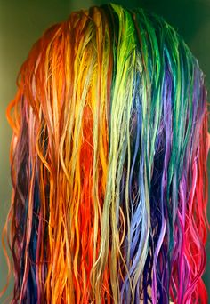 I love anything rainbow.. I'd love to be able to do my hair like this..