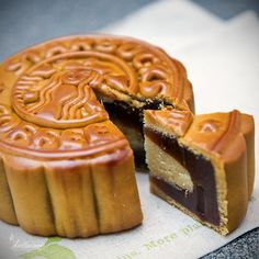Starbucks mooncake? Must be awesome
