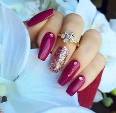 Make your nail polish pop with a single glitter accent and ring. Not such long nails. Fabulous Nails, Gorgeous Nails, Pretty Nails, Hot Nails, Hair And Nails, Fancy Nails, Creative Nails, Nails Inspiration, Beauty Nails