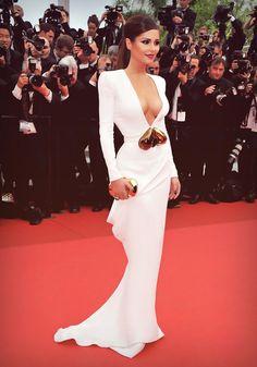 so beautiful !love the dress!