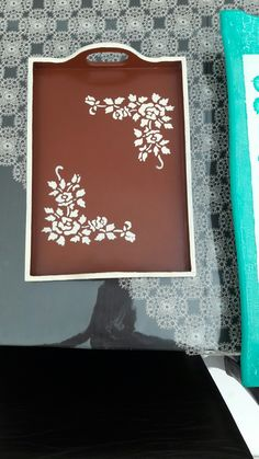 Painted Trays, Art N Craft, Wood Tray, Tray Decor, Tole Painting, Fun Crafts, Projects To Try, Decorative Boxes, Decoration