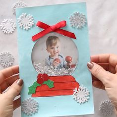 DIY Snow Globe Christmas Card - this handmade Christmas card idea for kids is so cute and fun to make! Great to make for kids to give as a Christmas card to parents or grandparents. #bestideasforkids #christmas #christmascrafts #christmascards #diy #craft #preschool #kindergarten #crafts #kidscrafts #craftsforkids #kidsactivities