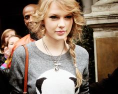 taylor in a panda shirt. Taylor Swift Style, Taylor Alison Swift, Panda Shirt, Swift 3, Taylor Swift Pictures, Celebs, Celebrities, Role Models, Curly Hair Styles