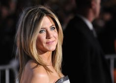 """Inspirational quotes by famous women: JENNIFER ANISTON """"There are no regrets in life. Just lessons. Messy Blonde Bob, Long Bob Blonde, Jennifer Aniston Quotes, Jennifer Aniston Hair, Hollywood Birthday Parties, Smart Girls, Rachel Green, Long Bob Hairstyles, Famous Women"""