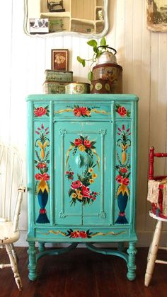 Hand Painted Furniture Ideas By Kreadiy – DIY Ideas - Diy Furniture Beds Ideen Hand Painted Furniture, Diy Furniture, Painting Furniture, Interior Painting, Decoupage Furniture, Furniture Makeover, Bedroom Furniture, Hand Painted Dressers, Diy Dressers