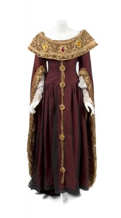 TERI HANSEN GUENEVERE CAMELOT COSTUME - Price Estimate: $1000 - $2000