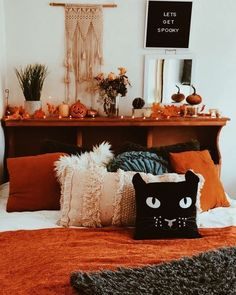 Halloween Room Decor, Fall Room Decor, Halloween House, Halloween Decorations, Samhain Decorations, Home Decor, Fall Halloween, Fall Bedroom, Bedroom Decor