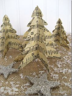 Last Minute Christmas.Easy Vintage Paper Trees + lots of craft ideas Old Book Crafts, Christmas Projects, Holiday Crafts, Paper Crafts, Diy Paper, Sheet Music Crafts, Music Paper, Christmas Paper, Vintage Christmas
