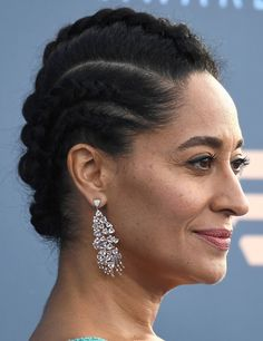 Tracee Ellis Ross looks beautiful in Zuhair Murad official dress and Christian Louboutin pumps at the Annual Critics Choice Awards Long Braided Hairstyles, Short Black Hairstyles, Latest Hairstyles, Short Haircuts, Bob Hairstyles, Natural Hair Twist Out, Natural Hair Styles, Updo Styles, Curly Hair Styles