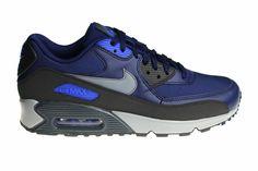 Herenschoenen van het model Nike Air Max 90 Essential. Ditmaal uitgebracht in de doffe kleurvarianten van de kleuren zwart, blauw en grijs.