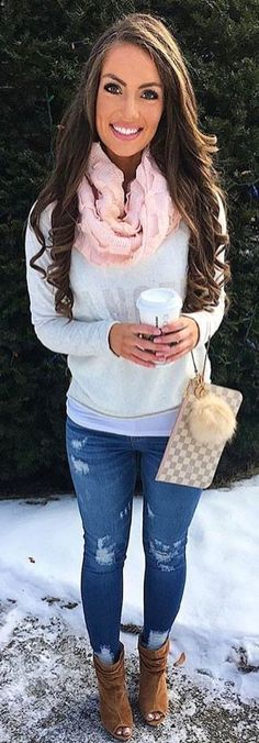 #winter #outfits  pink scarf and gray long-sleeved shirt. Pic by @vogue__cafe.
