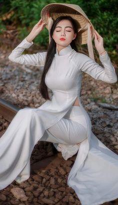 Vietnamese Traditional Dress, Vietnamese Dress, Traditional Dresses, Ao Dai, Asian Style Dress, Indian Photoshoot, Cute Japanese Girl, Beautiful Asian Women, White Girls