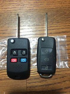 Duas chaves canivetes de 2 carros.