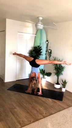 Yoga Flow Home Practice Yoga Flow Yoga Ky Handstand Split Vinyasa Yoga, Yoga Ashtanga, Yoga Bewegungen, Yin Yoga, Yoga Meditation, Yoga Handstand, Fitness Workouts, Fitness Del Yoga, Yoga Flow Sequence