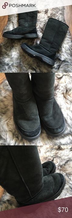 Black and White Pattern UGG Boots Size 6W Very gently used pair of uggs. Has tons of life left and minimal signs of wear which can be determined by the bottoms of the shoes. Says size 6 wide but I am a size 9 and could fit my foot in (not comfortably but I guessed they were a size 8 and turned out they were size 6 lol). I would put them somewhere around an actual size 7.5 but I'm sure they are just meant to be worn comfortably. UGG Shoes Winter & Rain Boots