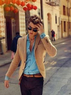 I like the use of casual materials but the outfit still looks very nice. And the blue of the denim shirt is the perfect pop of color. Sharp Dressed Man, Well Dressed Men, Mode Man, Herren Style, Outfits Hombre, La Mode Masculine, Herren Outfit, Fashion Mode, Street Fashion