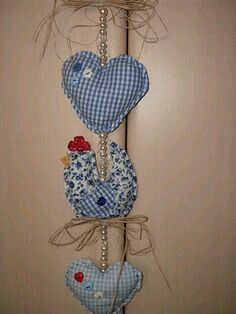Fabric Birds, Fabric Art, Fabric Crafts, Chicken Crafts, Chicken Art, Easy Sewing Projects, Craft Tutorials, Flea Market Crafts, Diy And Crafts