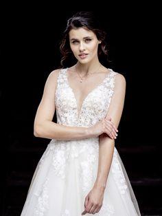 Romantisches Kleid mit sexy Details Wedding Dresses, Fashion, Dress Wedding, Curve Dresses, Bride Gowns, Wedding Gowns, Moda, La Mode, Weding Dresses