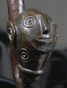 HALLSTATT CULTURE SCULPTURE BCE Human head with spirals (eyes and ears and ornamental spirals). Figurative butt of a bronze torque from Komitat Vas, Hungary Height: cm Naturhistorisches Museum, Vienna, Austria Ancient Art, Ancient History, Alexandre Le Grand, Celtic Culture, Human Head, Celtic Art, Stone Sculpture, Iron Age, Ancient Jewelry