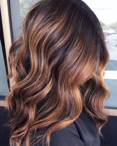 "Brittany Banda 🐼 on Instagram: ""Winter Warmth❄️🌅 Caramel toned balayage for this beauty. @schwarzkopfusa Clay Lightener to lighten, @wellahairusa to tone and @olaplex…"" Caramel Balayage Brunette, Caramel Highlights, Hair Color Highlights, Hair Color Balayage, Haircolor, Winter Hairstyles, Pretty Hairstyles, All Things Beauty, Make Up"