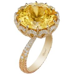 Ring in 18ct yellow gold featuring a 20.3cts yellow sapphire and set with yellow sapphires and diamonds.