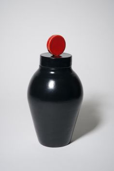 ceramic urn 'Circle' black red glaze | Bep Broos