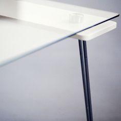 Comment enlever les rayures sur la table en verre?