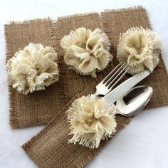 Set of 20 burlap silverware holders. Burlap pocket trimmed with handmade burlap flower in cream color. All edges are zig-zagged to keep burlap from fraying. Burlap Projects, Burlap Crafts, Diy And Crafts, Sewing Projects, Craft Projects, Projects To Try, Arts And Crafts, Craft Ideas, Burlap Silverware Holder