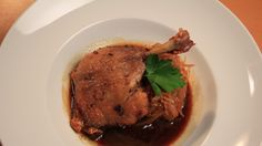 Kachní konfit skaramelizovaným zelím a bramborovou placičkou Steak, Tv, Food, Eten, Steaks, Meals, Beef, Television Set, Television