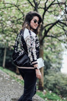 Reversible bomber jacket with embroidery detail stradivarius black&white streetstyle Vs Secret, Floral Bomber Jacket, Casual Outfits, Fashion Outfits, Dna, Gucci, Street Style, Sport, Black And White