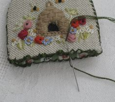 Tutorial on how to work beaded edging stitch on this thread cutter cover (designed by Carolyn Pearce)