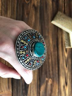 Chick Afghan ring inlaid with bright green turquoise stone decorated with blacking, made in a vintage ethnic style. Bohemian multicolored massive round ring handmade traditionally by Pashtun speaking Kuchi tribes of Pakistan and Afghanistan, big and beautiful this vintage style ring is