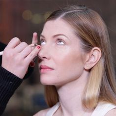 On those mornings when you want to look more youthful and awake (read: every morning!), try out this easy eyeliner trick that does the job in just seconds. Watch the video above with ShapeEditor-at