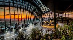 Buy tickets for Rooftop Cocktails & DJ Nights at Sky Garden London. Tickets and Information for Rooftop Cocktails & DJ Nights Various dates in London London Rooftop Bar, Best Rooftop Bars, London Sky Garden, Top Attractions In London, Sky Bar, Beste Hotels, Things To Do In London, Tower Of London, Spots