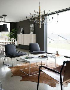 wohnzimmer skandinavisch einrichten kuhfell teppich | wohnzimmer