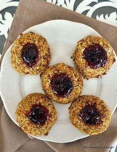 Μπισκότα thumbprints χωρίς αλεύρι κ ζάχαρη Doughnut, Sweet Recipes, Food Processor Recipes, Biscuits, Muffin, Sweets, Vegan, Cookies, Breakfast