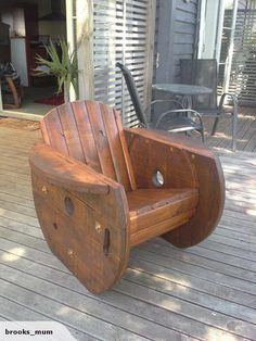 Spool furniture cable drum chair trade me pallet project in furniture drum chair and cable drum Wooden Spool Tables, Cable Spool Tables, Wooden Cable Spools, Spool Chair, Drum Chair, Wood Spool, Wood Projects, Woodworking Projects, Diy Pallet Furniture