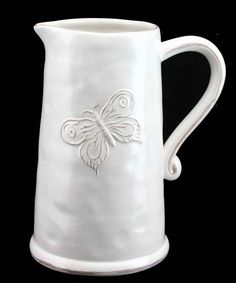 Make a house a home with this lovely set from Gisela Graham. The beautiful ceramic design is embossed with butterflies for a sweet touch.Ceramic21 x 13cmImported