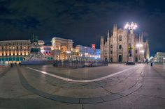 La Piazza Del Duomo - Panorama of the Milan church. Milan, New York Skyline, Street View, Photography, Travel, Beautiful Images, Fotografie, Photograph, Trips