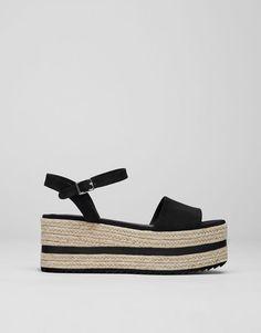 Zeppa cavigliera nera - Sandali con tacco e zeppe - Scarpe - Donna -  PULL BEAR Italia 2908337b54e