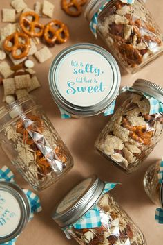 Awesome DIY idea for mason jar trail mix wedding favors + FREE labels in 4 colors!