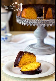 JUEGO DE SABORES : BIZCOCHO DE ZANAHORIA CON COBERTURA DE CHOCOLATE Cupcakes, Cake Cookies, Chocolate Glaze, Sin Gluten, Macaroons, Carrot Cake, Delicious Desserts, Cake Recipes, Food And Drink