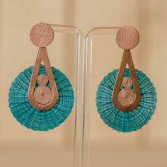Aros de Crin y Cobre Bohemian Jewelry, Diy Jewelry, Handmade Jewelry, Textiles, Diy Tutorial, Jewerly, Earrings, Crafts, Construction