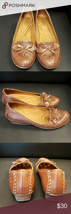 Naturalizer Ophella loafers 9N Good used condition Naturalizer Ophella loafer in Coffee Bean.  There is some wear on the soles but the rest of the shoes is excellent used condition.  They are a 9N but the heel was not narrow enough for me. Naturalizer Shoes Flats & Loafers