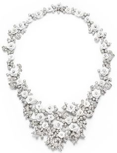 Piaget Rose - Limelight Garden Party necklace in 18K white gold set with 404 brilliant-cut diamonds (approx. 29.83 cts), 37 pear-cut diamonds (approx. 11.43 cts) and white chalcedony.