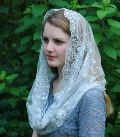 Evintage Veils Silver Gray Beaded Embroidered Lace Chapel