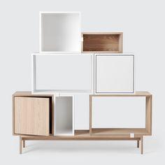 L'étagère Stacked / module d'étagère de Muuto avec porte en blanc / frêne