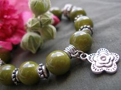 Green flower glass bracelet